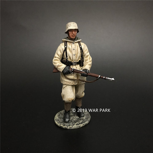 KH074 German Soldier is Marching with 98k C