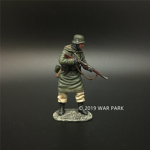 KH047 LSSAH soldier standing with 98k rifle