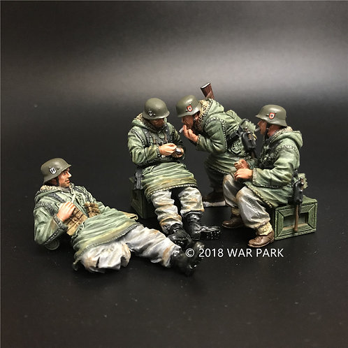 KH010 LSSAH soldiers smoking group