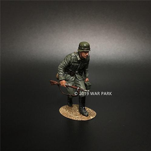 KU015 Groß deutschland Soldier Stealthing with MG34 Ammo