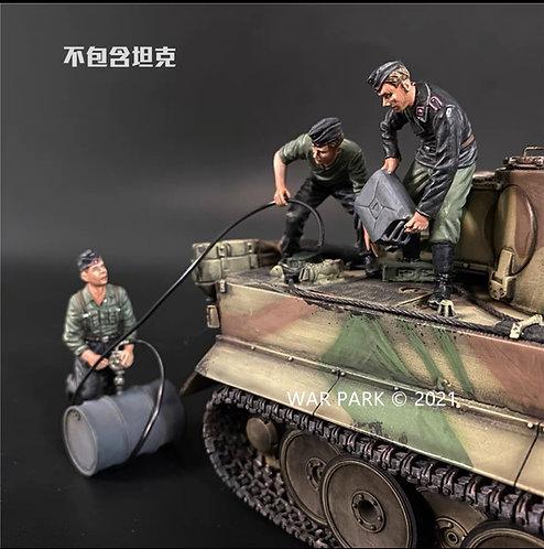 KU075 Tank Crew Refueling