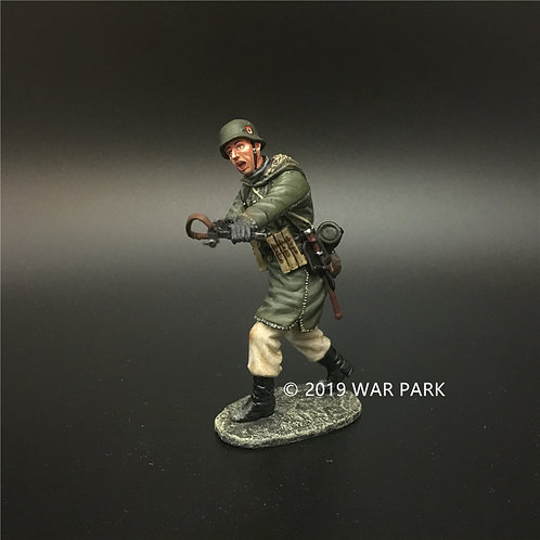 KH051 LSSAH soldier charging and shooting