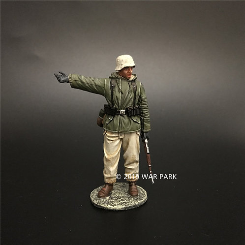 KH070 German Soldier is Guiding the Way