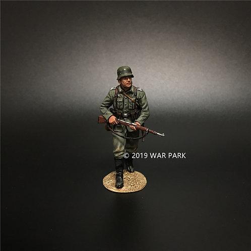 KU018 Groß deutschland Soldier Going Forward