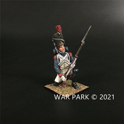 NP010 Old Guard Grenadier Kneeling Ready