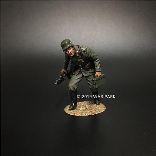 KU016 Groß deutschland Soldier Stealthing with MG34