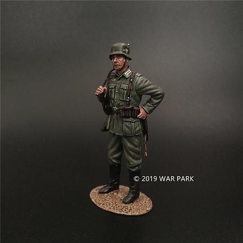 KU031 Groß deutschland Soldier Standing Guard