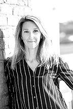 NathalieGONDCAILLE est consultante en évolution professionnelle. Son expérience de 15 ans en tant que manager de terrain dans plusieurs entreprises lui a permis de relever de nombreux challenges de gestion de l'humain, d'accompagnement au changement et de formation. A la naissance de sa fille, elle réalise une reconversion et se forme à l'accompagnement des projets professionnels. Avec son associée, Caroline Germain, elle décide d'aider les personnes à trouver ou retrouver leur voie professionnelle et crée Firefly Accompagnement. Elle réalise des bilans de compétences, des bilans d'orientation et des outplacements. Elle accompagne les personnes à prendre du recul sur leur situation professionnelle, à se poser les bonnes questions sur leurs choix de carrière. En identifiant vos intérêts, vos motivations et en analysant vos compétences, elle vous accompagnera à définir et à concrétiser votre projet professionnel de façon pragmatique et réaliste. Le tout dans la bonne humeur.»