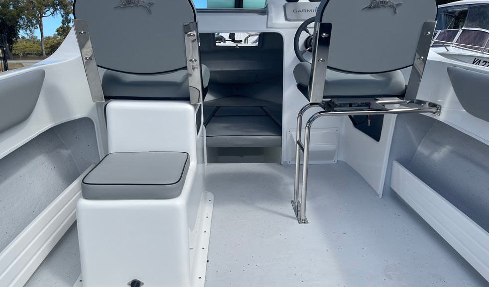 STAINLESS SPACE FRAME SEAT AND FRONT ESKY PEDESTAL BOX