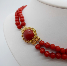 18ct yellow gold and coral necklace £525.00