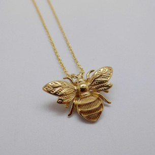 9ct Yellow Gold Bee £360.00
