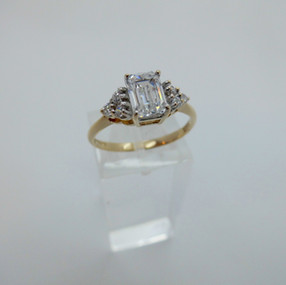 Yellow Gold and CZ Ring £99.50