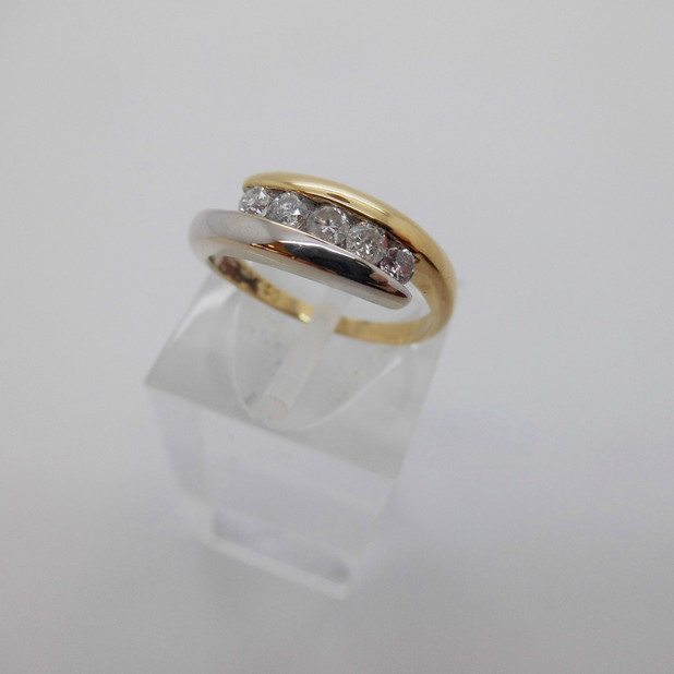 SOLD Two colour diamond ring £425.00