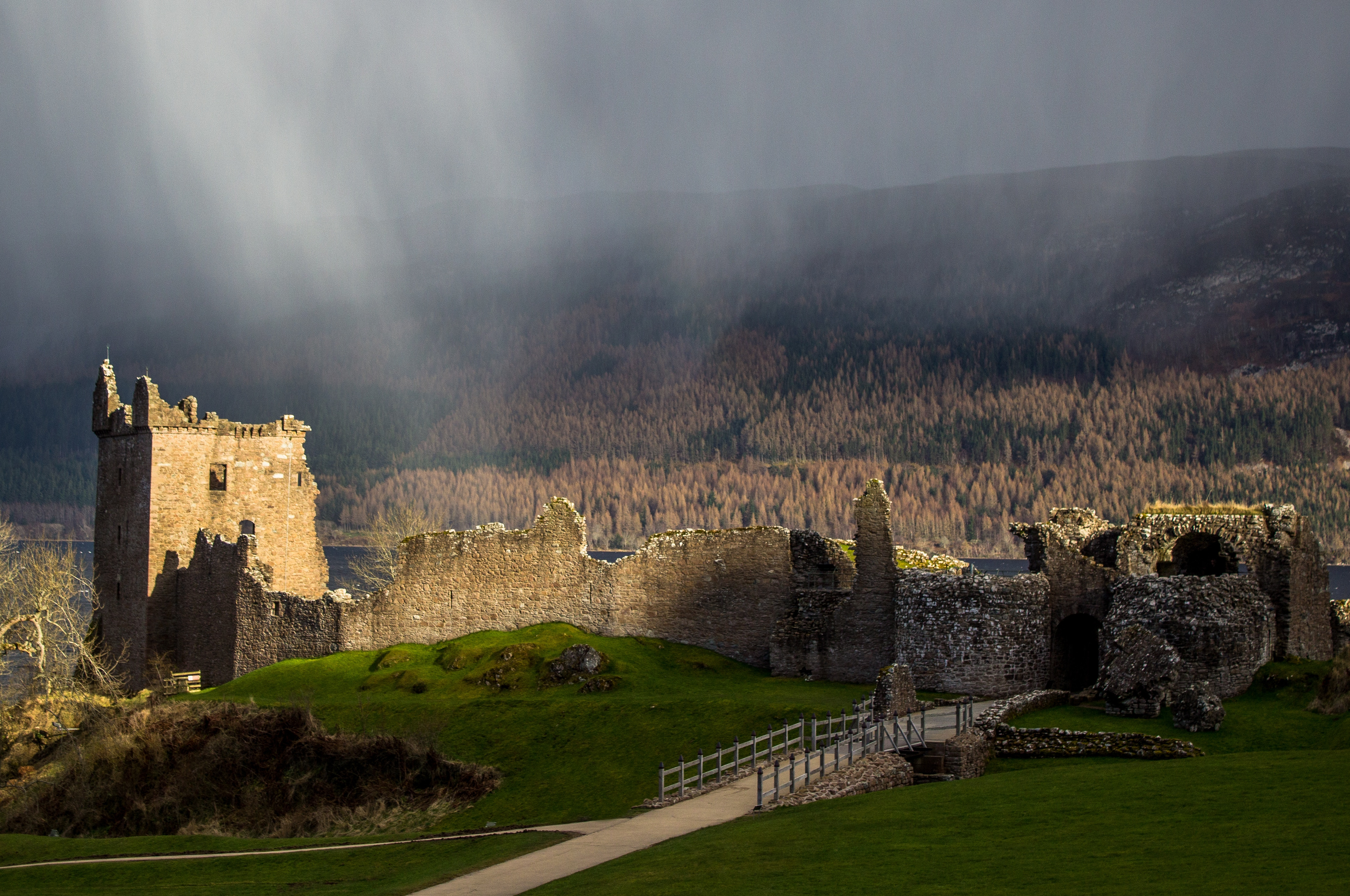 Urquhart-Castle.Jpeg