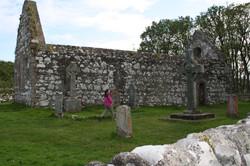 Kildalton Church, Cross and cemetry