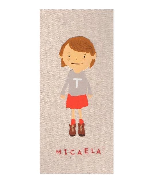 Micaela / fondo claro.
