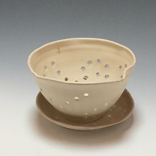 Berry bowl with saucer, 1