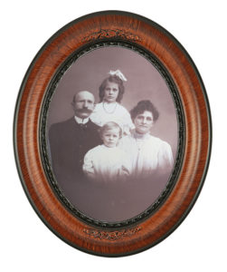 Copy-Restoration_oval-frame-glass
