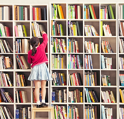 Girl%20with%20Bookshelves_edited.png