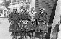 Four_Swedish_Saami_women.jpg
