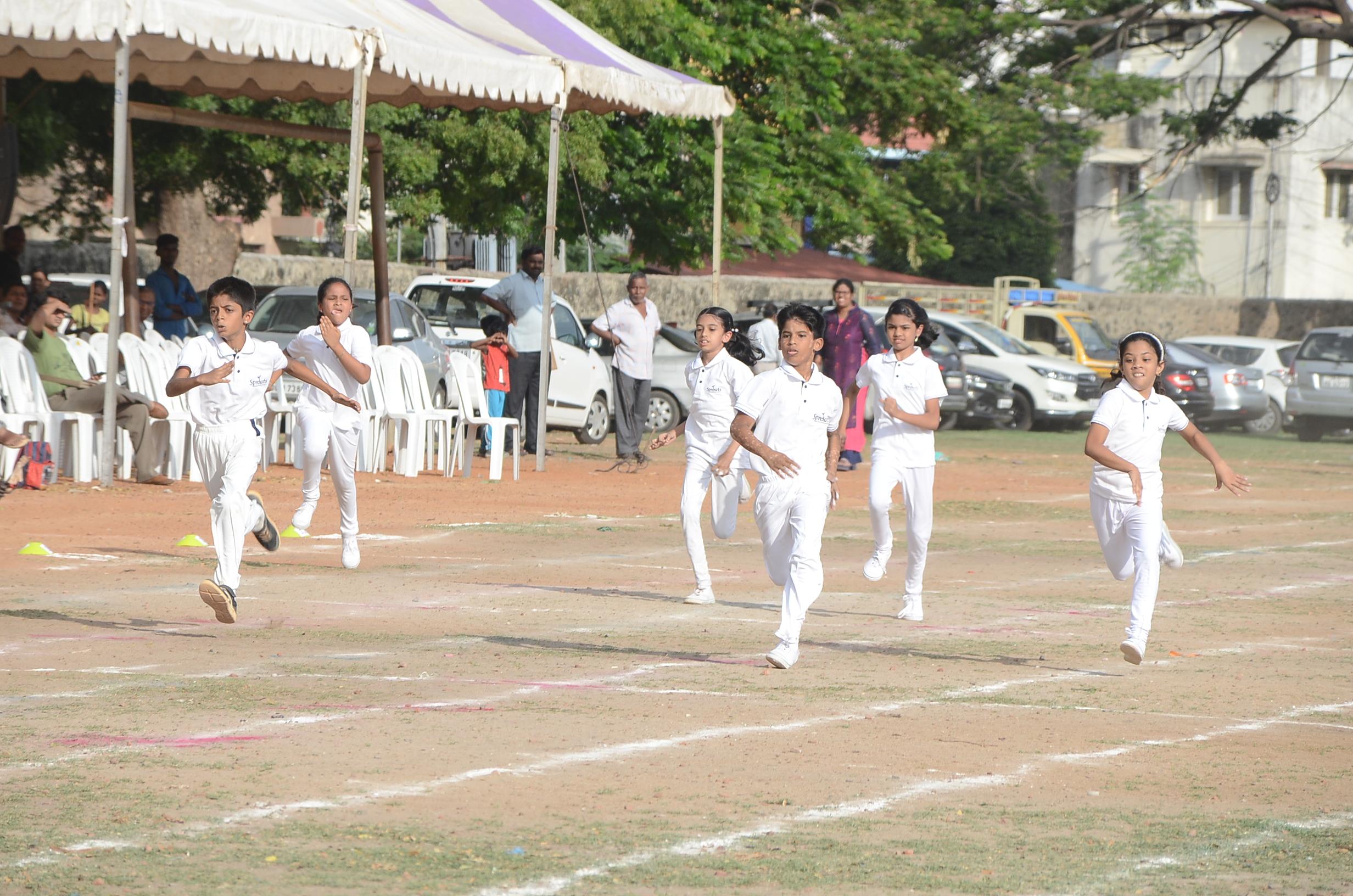 Children taking part in the 100 mts Dash