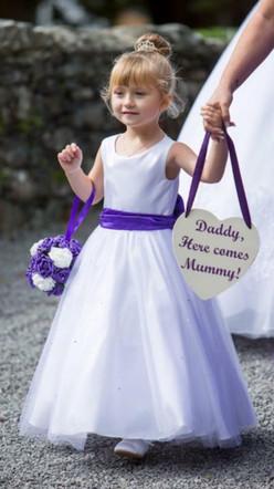 Wedding flowergirl.jpg