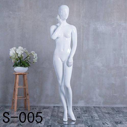 S-005 女模特