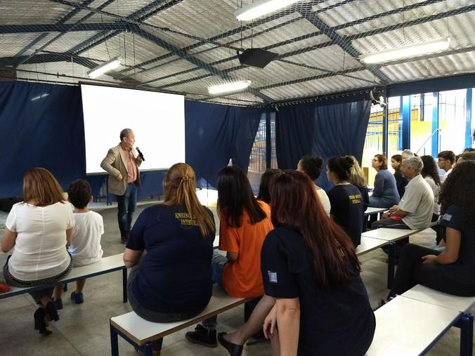 Palestra na Escola Milton da Silva Rodrigues