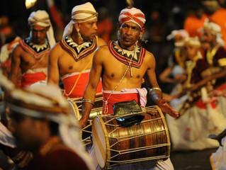 La festa di Esala Perahera in Sri Lanka