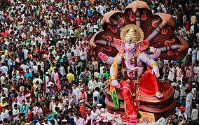 a mumbai si festeggia il dio Ganesha