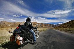 in moto sulle strade del Ladakh