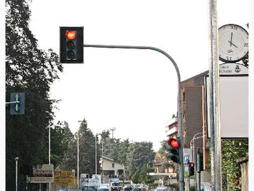 Multa al semaforo rosso con telecamera T-Red