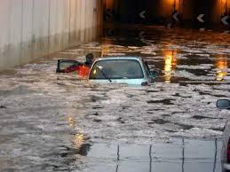Automobile intrappolata nel sottopasso allagato: chi è responsabile?