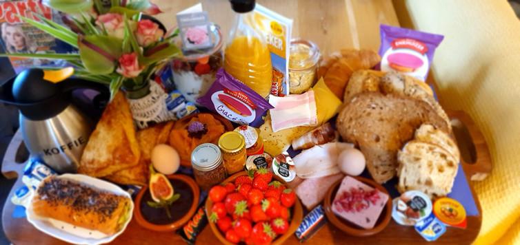ontbijt met zalm en bloemetje