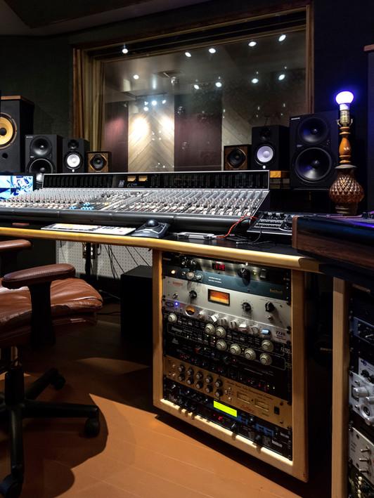 recording studio mix room mixing room audio engineer rack gear recording recording studio