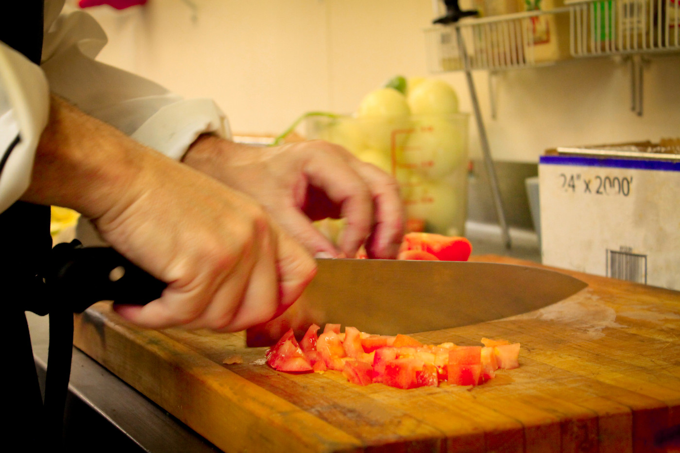 4 seasons chef cutting tomatoes.jpg