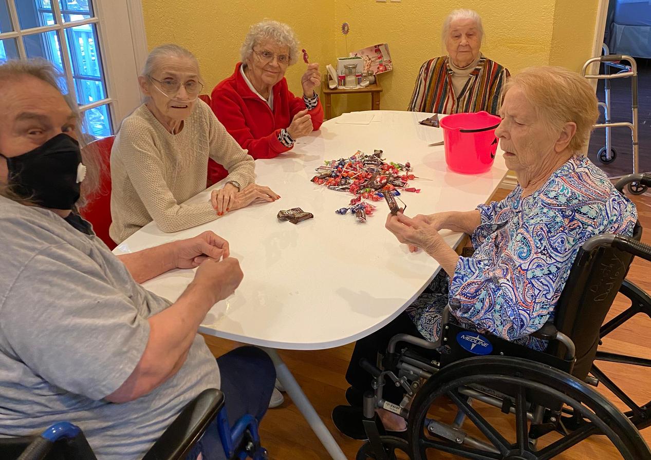 senior residents halloween | 4 seasons senior living