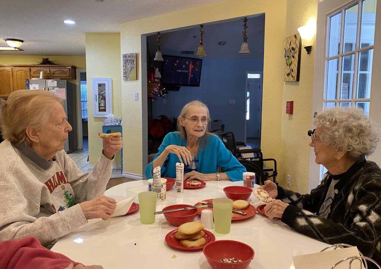 Resident activity | 4 Seasons Senior Living