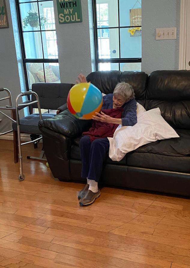 senior resident exercise | 4 seasons senior living