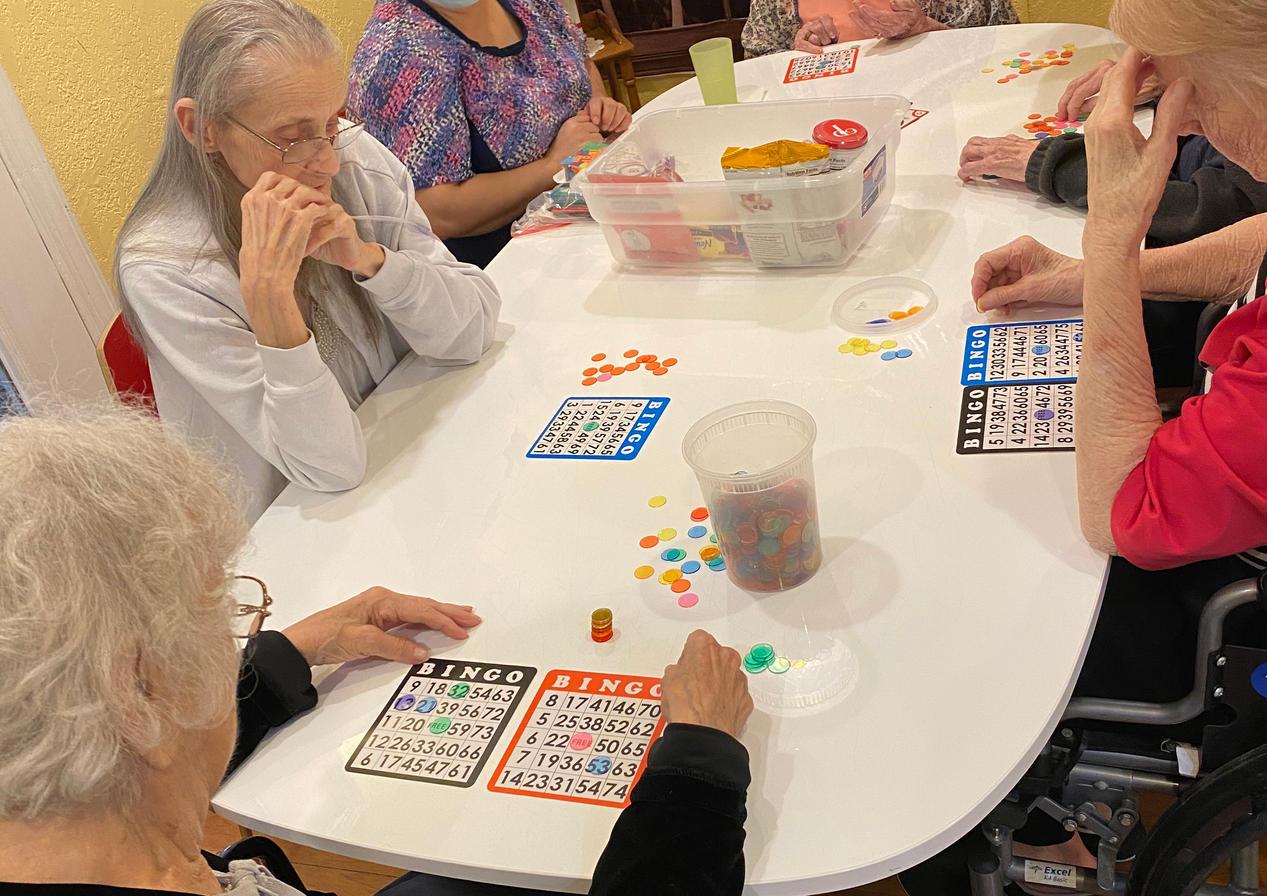 senior residents bingo | 4 seasons senior living