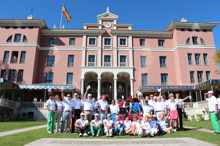 005 players in front of Villa Padierna (