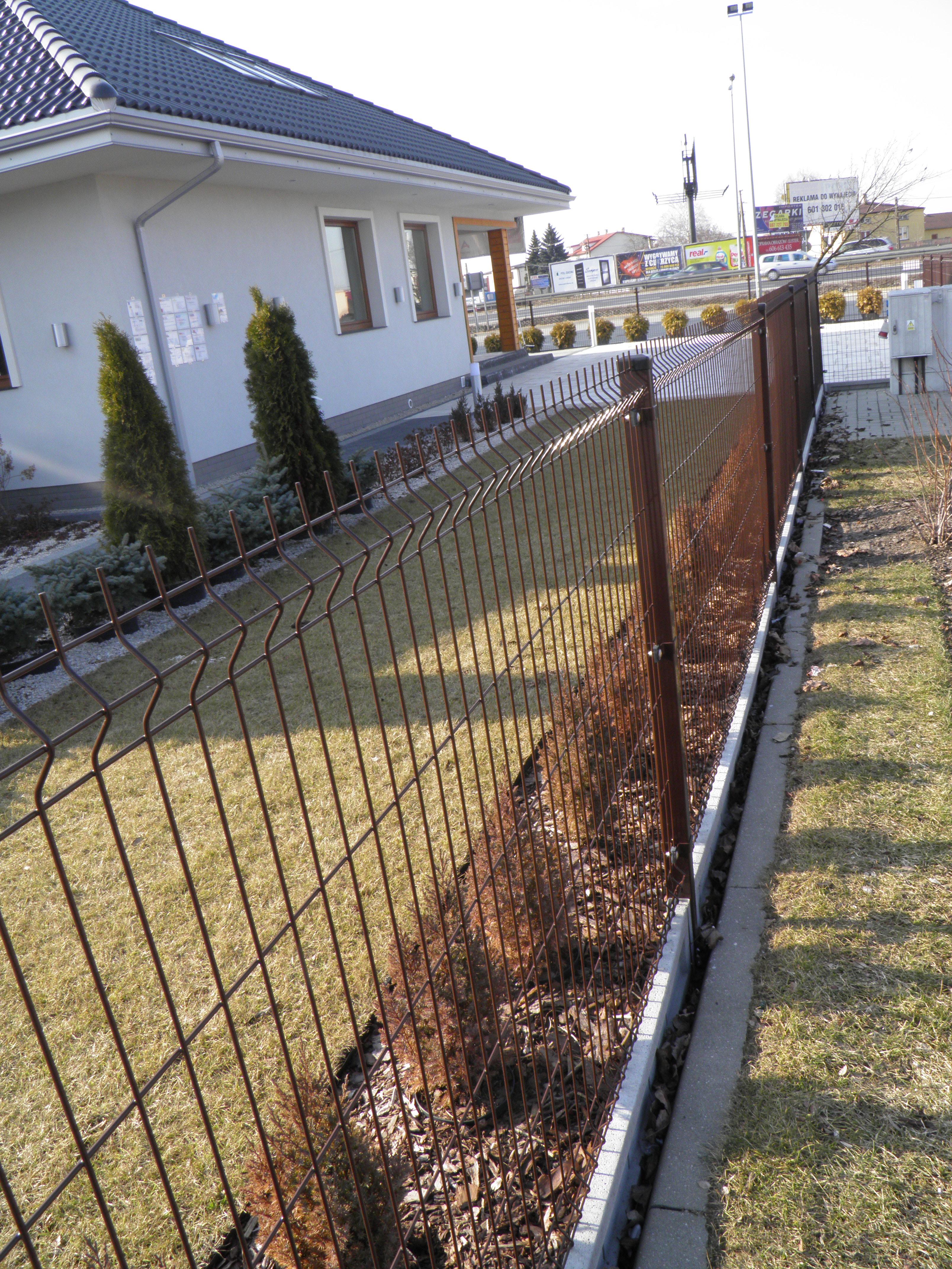 LOLEX - ogrodzenie w Jankach k. Warszawy 2.JPG