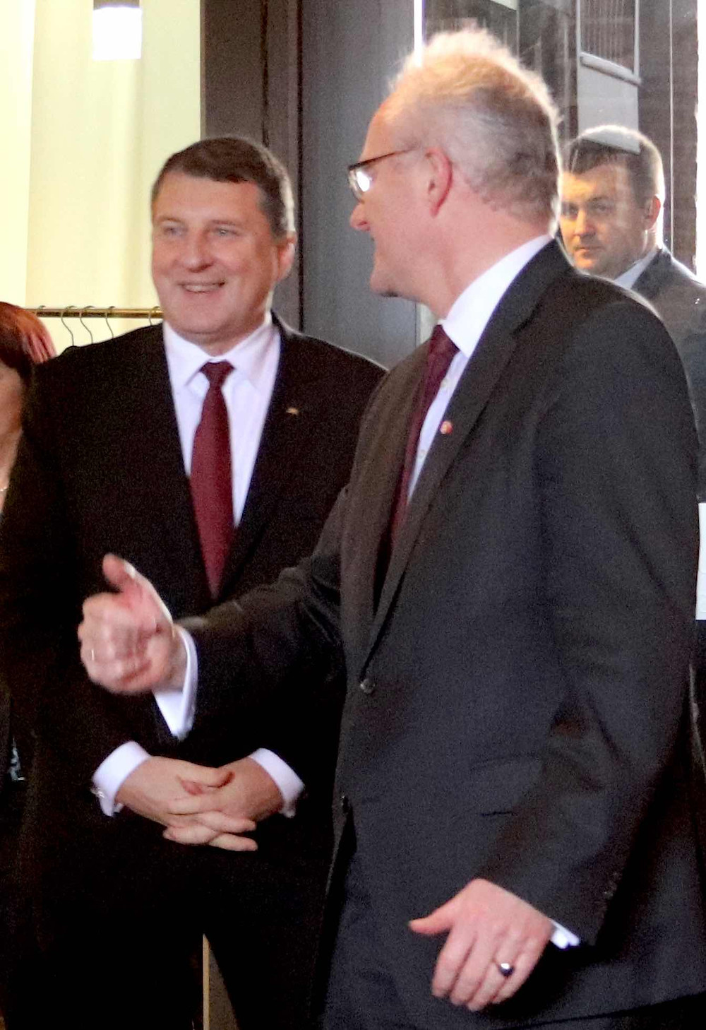 Thomas von Lüpke begrüßt den Präsidenten Lettlands Raimonds Vējonis im Brömsehaus