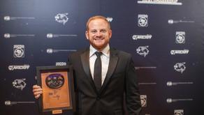 Sebastián Carazo recibe premio de la Federación Internacional de Automovilismo