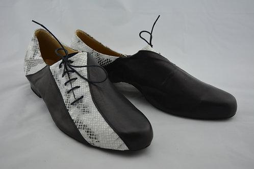 Size 46 Black & white snake imprint sneaker