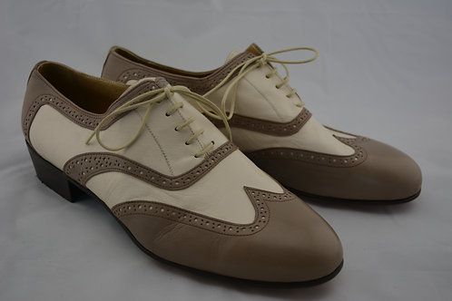 Size 44 Beige and Cream Classic Leather Sole