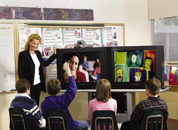children learning with tv