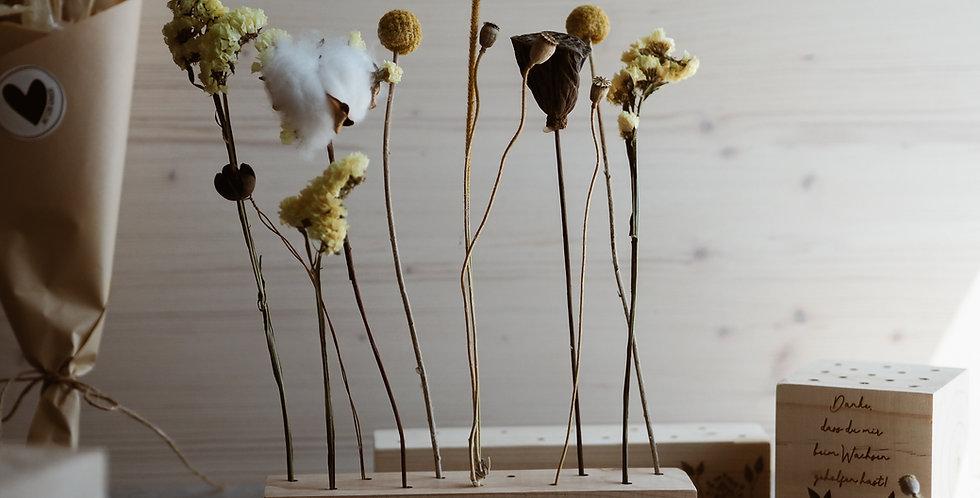 Trockenblumen Holzleiste mit personalisierter Gravur