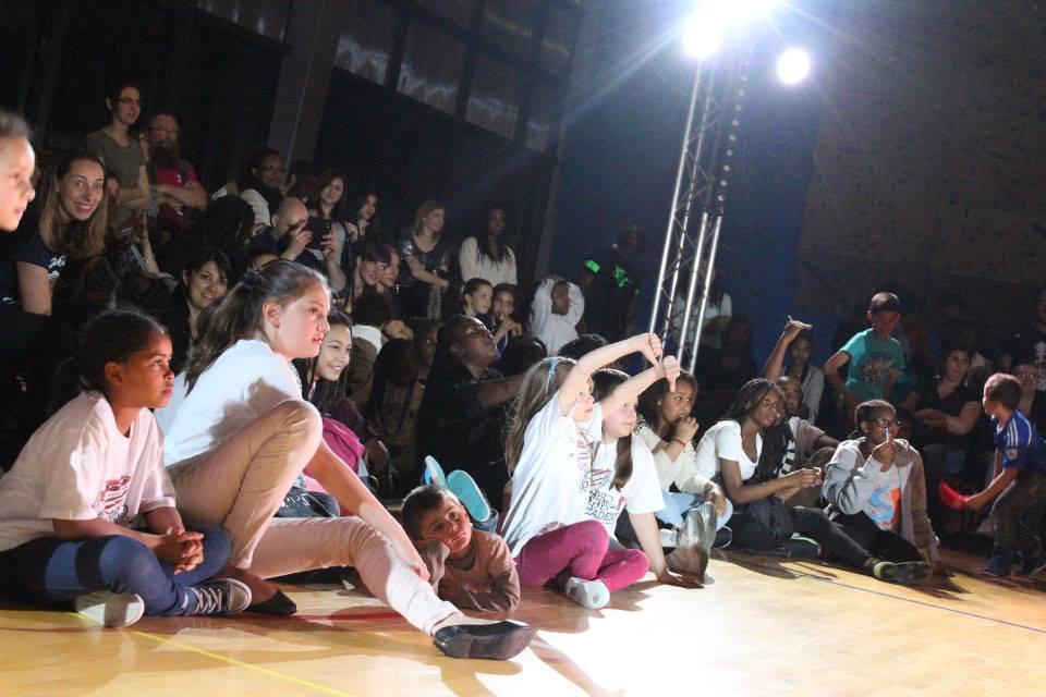 Un public de folie avec en première ligne les jeunes de l'association Skip-R Academy