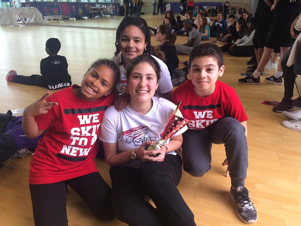 Skip-R Junior en rouge ( Léa et Iles) avec les D.Dancer en blanc (Abigaïl et Victoria)